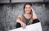 Hanna Linder håller yogaklasser – i kyrkan