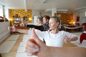 Trådtavlor och sackosäckar: Här är yogastudion med retrostil