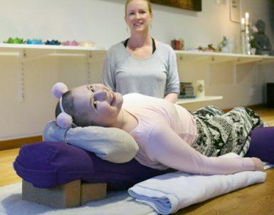 Yoga hjälper Klara att hantera cancern