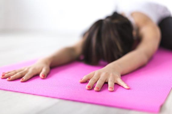 Bättre sömn och fokus: Så här påverkas ungdomar av att yoga