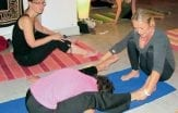 Här är yogastudion som håller klasser på svenska – i Finland