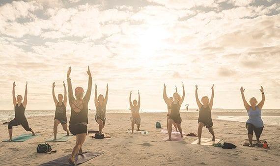 Nästan hälften av alla svenskar vill yoga på semestern