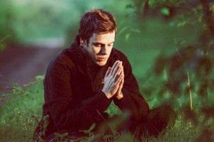 Blicka inåt och analysera dig själv med hjälp av acem-meditation