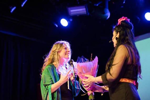 Hanna Backman, som fick utmärkelsen för Årets yogahäng 2018, kommer till Södra Teatern i år igen.